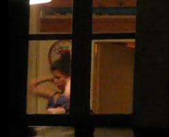 【本物 盗撮】向かいのマンションのおねえさんの乳首、隠し撮ったり~!!!!!