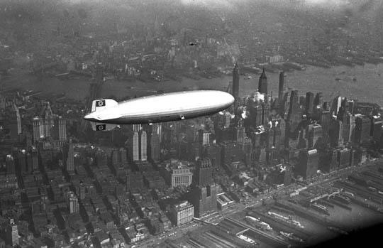 【画像】ナチスの自信ニキw1937年に爆発墜落した飛行船ヒンデンブルク号の内部写真貼ってく