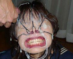 【エログロ】女の鼻の穴狙って顔射したら鼻の穴ザーメンコーティングになったwww