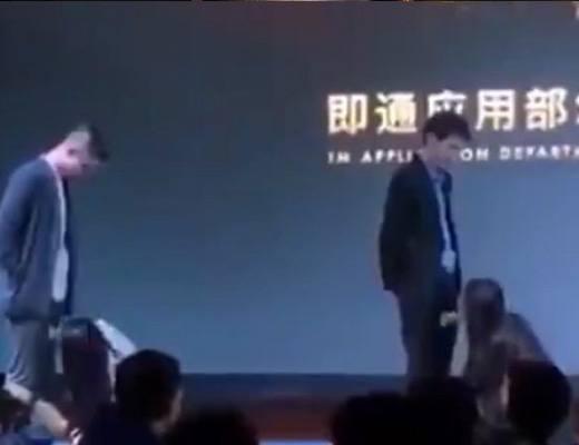 【エロ注意】中国の大手企業の忘年会、女性社員にフェラチオさせる・・・