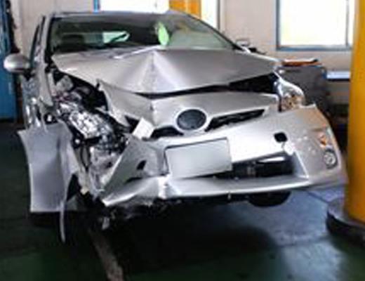 【事故】プリカスさん、サイレン鳴らしてる警察車両に特攻して盛大にやらかすw in大阪