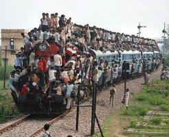 【衝撃映像】列車タダ乗りしようとした男の末路・・・