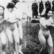 【グロ画像】ナチスのホロコースト、女はとりあえず脱がしてから殺す流れだった模様