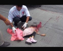 【胸糞注意】頭カチ割れて死んでる幼女の死体を処理してるお兄さんが満面の笑みなんやが・・・ ※グロ画像