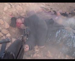 【イスラム国】アッラを信じない奴はゴミ以下だ!オーバーキルしまくりのisis戦場風景が死体蹴り続出で鬼畜過ぎる・・・※グロ動画