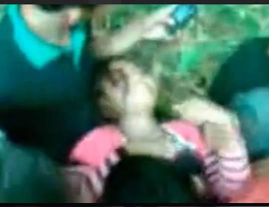 【本物レイプ】中○生ぐらいの女の子が男達に回される映像ってAVの世界だけと思ってました(小並感)※無修正エロ動画