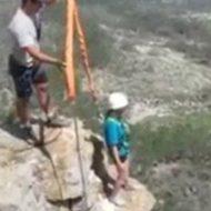 【閲覧注意】バンジージャンプで悲鳴がこだましながら少女が落下死する様子をご覧ください。。