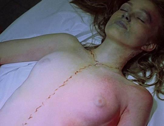 【女の子 解剖】今から巨乳の女の子解剖実習するんやけどオティンティンが元気になってそれどころじゃないやが・・・ ※エログロ動画