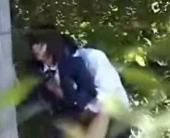 【JK 盗撮】近所の学校でJKを盗撮してたら生徒がいきなりセックスし始めたんやけど・・・ ※エロ動画