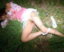 【エログロ画像】外歩いてて完全にヤラれた後の女の子が倒れてたらどうするのぉ?????※閲覧注意