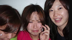 【少女 いじめ】女の子同士のイジメの画像クレメンス!ボコボコにされて脱がされてワロタw