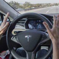 【衝撃映像】テスラの自動運転装置が高速道路で事故ってもだいじょぶぅ~だいじょぶぅ~???