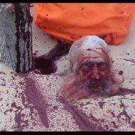 【イスラム国】isis斬首係さんの剣の扱いがうま過ぎて切断されてからもピクピク動く生首がガチでトラウマレベル・・・ ※グロ動画