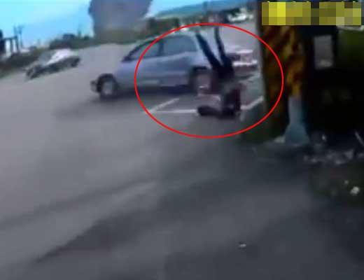 【事故動画】女の子がマン車ボーリングに巻き込まれて宙に舞う瞬間がスタントと見間違うレベルの勢いw ※衝撃映像