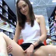 【マンチラ】美少女さんの靴選び手伝ってたらパンチラしまくってそれどころじゃあなかった件wじろじろ見てたら生マンコを拝めて賢者モード突入へw※無修正エロ動画