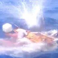 【胸糞注意】土人パリピ「俺の方がでっけぇぇ船乗ってるから俺より小さい船の奴みんな皆殺しな!」小さい漁船の船員を蜂の巣にする映像はこちら ※グロ動画