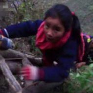 【危険地帯】中国の小学生さん毎日800メートルの断崖絶壁を山登りして通学しとるんやが・・・どんな苦行だよw ※衝撃映像