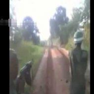 【土人国家】アフリカ兵士さん一般市民を通りすがりに銃殺するリアルGTA動画をネットに投稿した模様 とんだ無法地帯だなwww ※グロ動画
