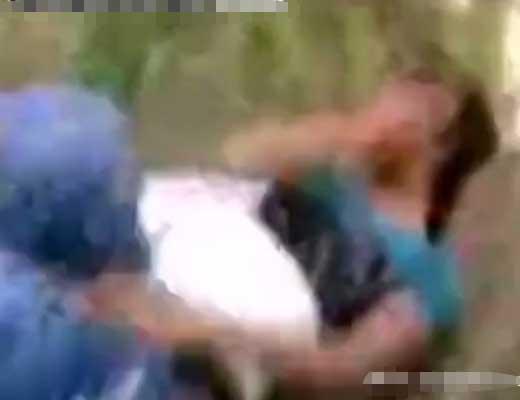 【本物レイプ】白昼堂々女の子を捕まえて種付けしている強姦魔さん達の映像が怖Eー やっぱこの国女に人権ねぇわwww ※無修正エロ動画