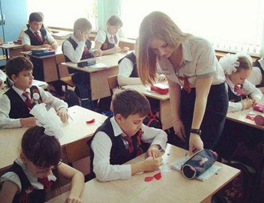 【胸糞注意】ロシアの美人教師が生徒に無茶苦茶にされてる問題の映像がこちら ※衝撃動画