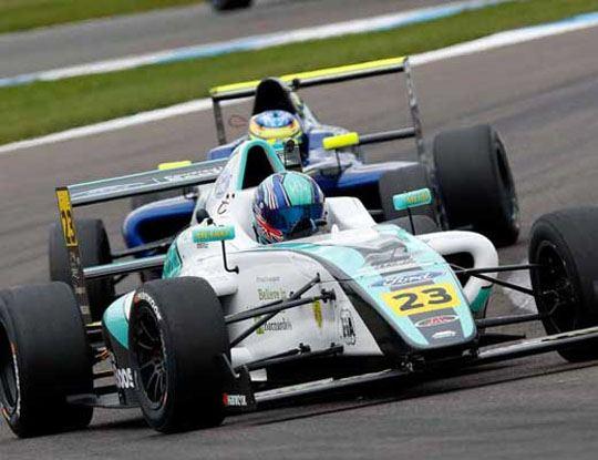 【事故動画】イギリスF4選手権で起きたドライバーが両足切断になったクラッシュが恐ろしすぎる・・・※衝撃映像