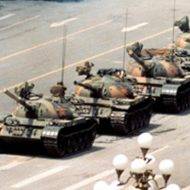 【グロ画像】中国で最大のタブー、軍が市民に向けて発砲&戦車で轢き殺した「天安門事件」の画像貼ってく