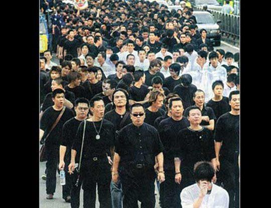【マフィア抗争】中国ヤクザのガチなカチコミが怖すぎw 斧で後頭部びぃしゃーんとかヤバすぎwww ※衝撃映像