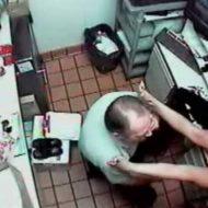 【変態尋問】警察さん「盗んだものマンコに入れたよね!脱げ!」女の子「やってない!!」→女の子が全裸にされてマンコに指をぎゅーーんされる衝撃映像はこちら