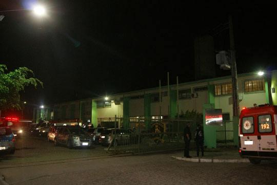 【グロ画像】ブラジル刑務所内のDQNさん 煮るなり焼くなり切断なり好きにブっ殺してる暴動現場が怖すぎwww ※閲覧注意