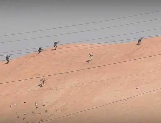 【イスラム国】レベル1のisis兵さんがAK-47でレベル100の爆撃機を落とそうとした結果→返り討ちになって再起不能にw ※衝撃映像