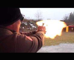 【実験動画】ショットガンと同じ口径の銃弾をピストルで撃ってみた結果 反動強すぎて実戦には向かない模様 ※衝撃映像
