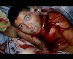【本物拷問】ザクッザクッザクッ心臓を刺されながら真顔でこっち向いてる男性が完全にホラー過ぎw ※グロ動画