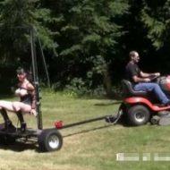 【超絶変態】芝刈り機+ファッキングマシーン+女の子で一体何が始まるんですか? ただただシュールで大草原不可避www ※無修正エロ動画