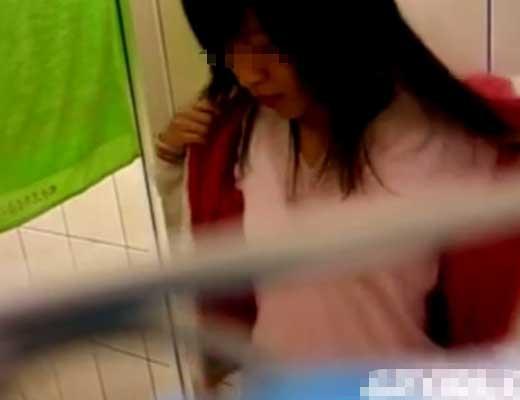 【ガチロリ盗撮】シャワー浴びてるJKさんを隠れて撮影してきたったwほんといい眺めだwww ※無修正エロ動