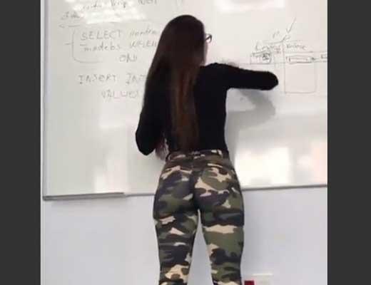 【エロ教師】こんないいケツ揺らしながら授業してくれるとか股間が暴れて勉強どころじゃねぇじゃね~かwww ※エロ動画