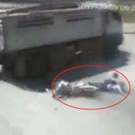 【女 死体】バイク運転中にこけてしまった女の子さん そのまま走行中のトラックの下にもぐり無事肉塊になる一部始終 ※グロ動画