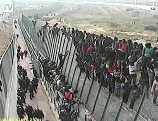 【難民問題】1000人ほどの移民さんが一気に不法入国してる映像を見て難民に対して危機感を持つスレはこちら ※衝撃映像