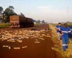 【薬物中毒】ブラジルの高速道路で薬の運び屋が事故った結果w辺り一面ドラック祭りで警察さん達も苦笑いwww ※衝撃映像