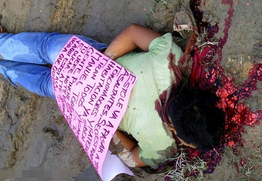 【カルテル 殺人】治安が悪過ぎるメキシコの日常風景がこちら→首もげ~からの顔の皮剥ぎ処刑死体がその辺に転がってんやが・・・ ※グロ画像