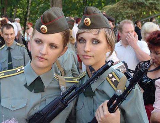 【エロ 兵士】ロシアの女軍人が全員ぐうハボ過ぎるwこんなん捕虜になったら性奴隷にされますやんwww ※画像あり