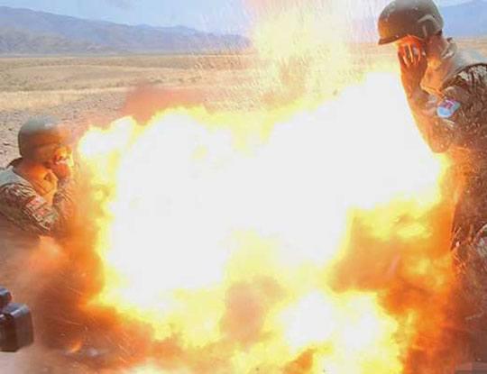【女 兵士】22歳の米軍女性兵士が死亡しちゃう事故現場 実弾演習中に迫撃砲が爆発して5人死亡する瞬間が怖E~ ※画像あり