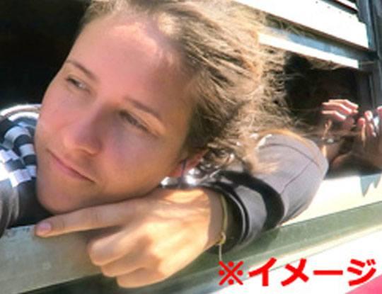 【グロ画像】(バス車内の窓から顔を出して友達に)「やっほー!」 → 12歳少女の首が飛ぶ