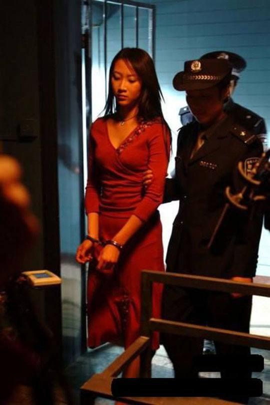 【女 処刑】例え無実の罪でも中国で死刑宣告されたらこうなる→奴隷のように扱われて最後は臓器を闇市場に売られるとかほんと頭おかしC・・・ ※グロ画像