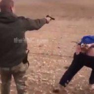 【殺人ビデオ】逃げてもいいけど後で殺るw自由の為に頑張って逃げる男 拳銃にはやっぱ勝てなかった模様・・・ ※グロ動画