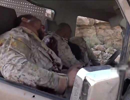 【戦場映像】敵対勢力のトラックを見つけた兵士達はこうする→狙撃して乗ってる人皆殺しする模様 ※グロ動画