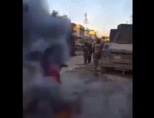 【爆発映像】目の前で通学途中の子供の列に容赦なく自爆テロ喰らわせる系テロリストほんと怖すぎ・・・ ※衝撃映像