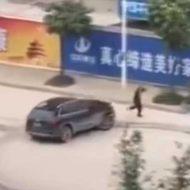 【マジキチ】この運転グラセフかよw ゲームでしそうな人の引き殺し方を実際にやった猛者の映像はこちらw ※衝撃映像