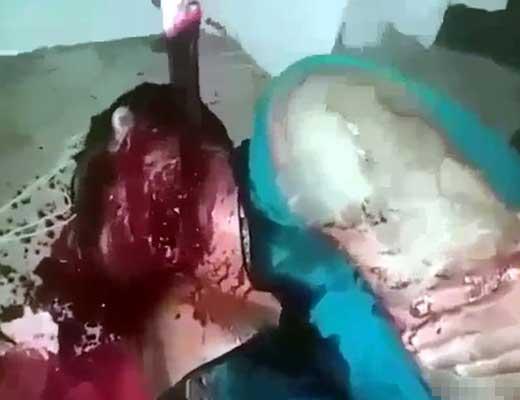 【拷問処刑】サクサクサクっと集団で刺しまくるブラジル刑務所の殺人映像が怖すぎる・・・ ※グロ動画