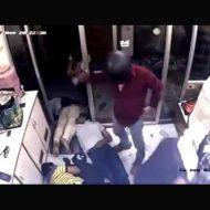 【強盗殺人】インド人もびっくりの強盗の犯行映像がほんと怖Eー 全員皆殺しで金盗んでいくとかヤバ過ぎwww ※衝撃映像