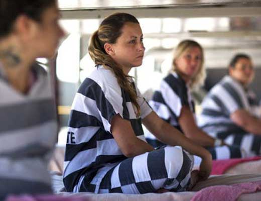 【女囚人】女子刑務所の中の生活ってどうなってるのか知ってる?女同士のバトルロワイヤル開催してるってさw ※衝撃映像